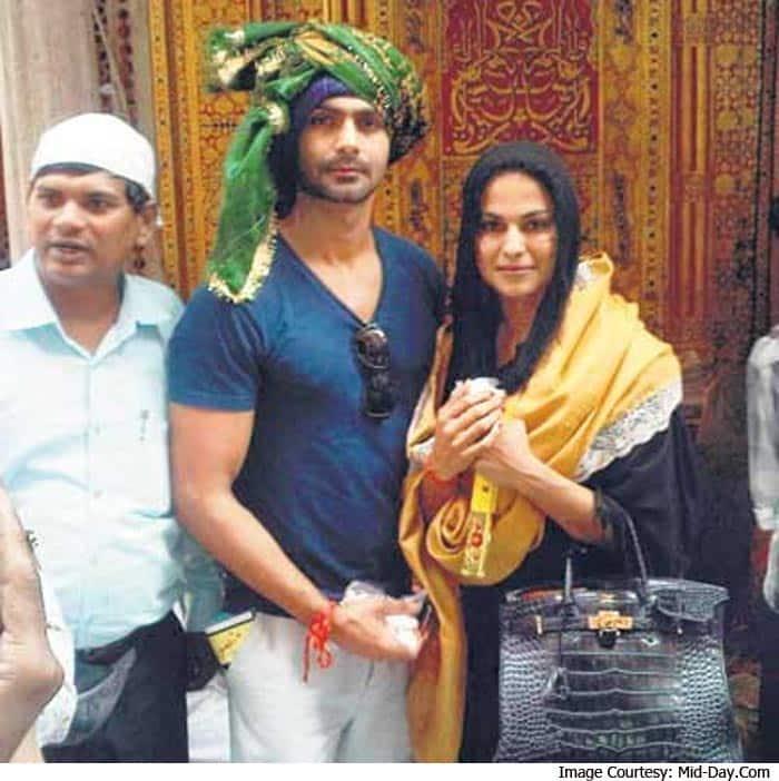 Veena Malik Visits Ajmer Dargah with Ashmit Patel