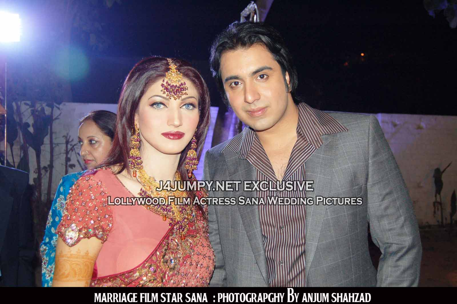 http://j4jumpy.net/wp-content/uploads/2008/12/sana_lollywood_actress_wedding_02.jpg