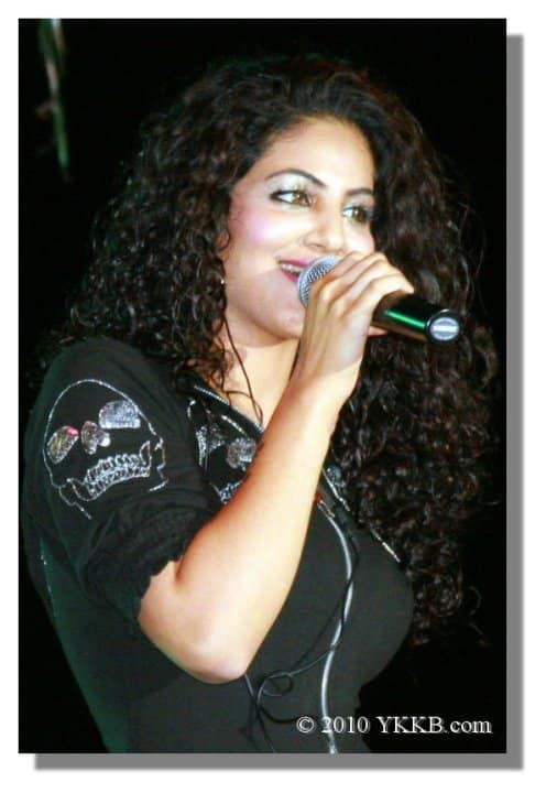 Annie-Live-at-Los-Angeles-Pakistan-Day-2010-1