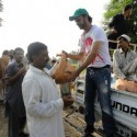 AtifAslam-Charsadda-Peshawar-Flood-Relief-Camp (4)
