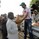 AtifAslam-Charsadda-Peshawar-Flood-Relief-Camp (4)