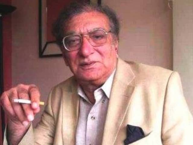 Poet Ahmed Faraz considered Faiz Ahmed Faiz and Ali Sardar Jafri as his role models.
