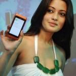 Riya Sen Unveils Nokia N8 Phone (9)